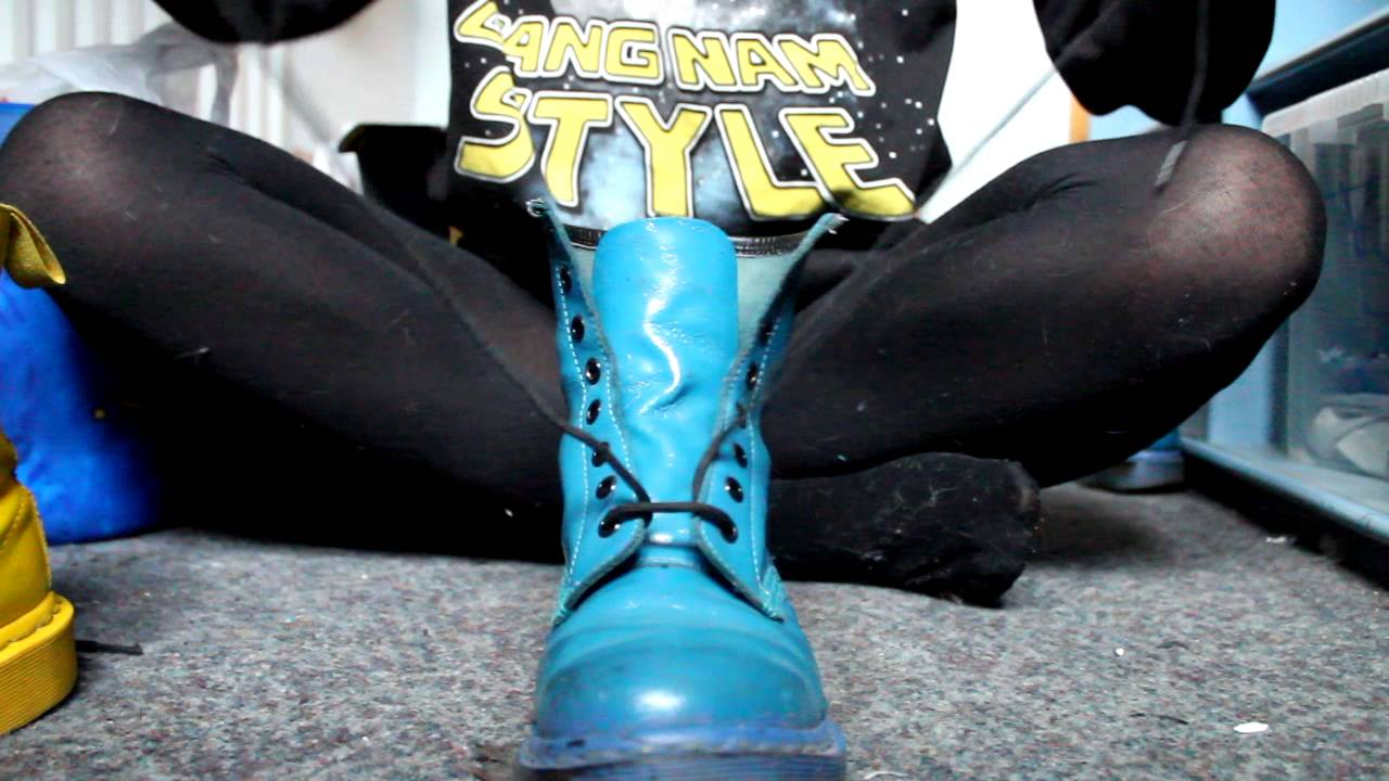 2eb9b4727cdb5 How to Lace Up Doctor Martens - YouTube