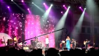 "Gambar cover Shreya Goshal live in Bahrain singing ""Saans"" from JTHJ"