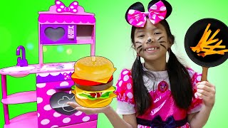 Wendy Juega a Cocinar con Juguetes de Cocina de Minnie Mouse | Children's play kitchen
