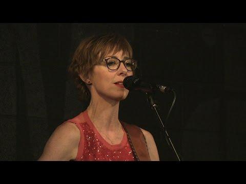 Jonatha Brooke - Taste of Danger - Live at McCabe's