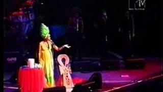 """Erykah Badu in Brazil 1997 """"Tyrone"""""""