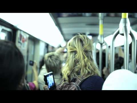 Stromae live dans le métro de Montréal - Formidable
