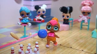 LOL SURPRISE DOLLS Go On School Field Trip To Fish Aquarium And Go Bowling!