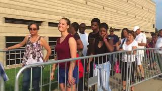 Baixar Fans line up to pay respect to Aretha Franklin