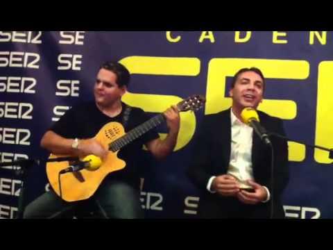 Cristian Castro en los estudios de Radio Sevilla