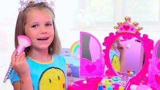 Download Катя и игрушечная косметика для девочек Mp3 and Videos
