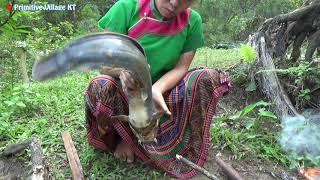 Survival Skills: Primitive Technology grill fish on fire - Forest People meet girl sleep