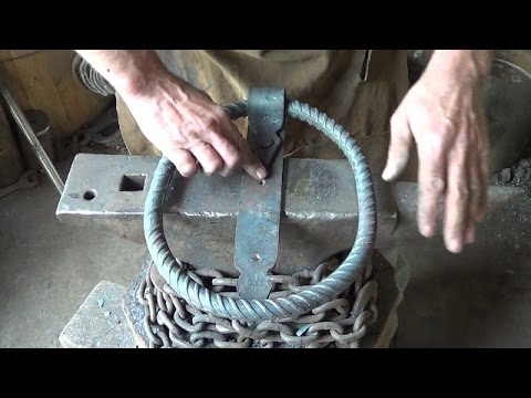 Blacksmithing - Forging a Chain Curtain Holder Ring Thingy