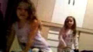 Maria Clara e Duda Cantando e dançando A Jéssica ta loca e ...