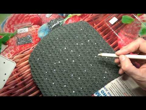 Как украсить вязаную шапку для мальчика
