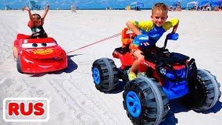 Никита на детской машинке застрял в песке