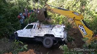 jcb 3dx super helping an accident Mahindra bolero truck