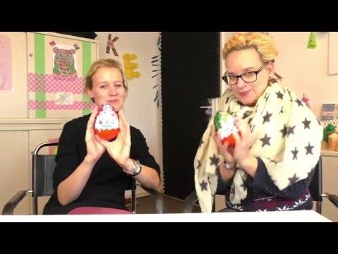 kinder-Überraschung-maxi-unboxing-|-eva-&-kathi-packen-große-weihnachts-Ü-eier-aus
