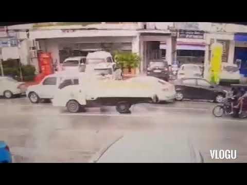 (KOREAN TOWN) Driver run over his own boss.
