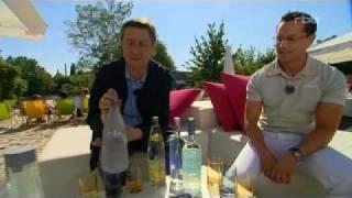 J Martin Riese Wassersommelier Water Sommelier im TV an einer Strandbar in Berlin