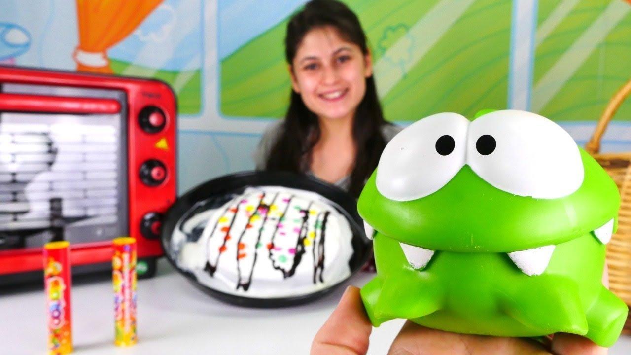 Om Nom ile en güzel videoları izle! Çizgi film oyuncakları.