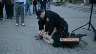Видео Новости-N: В мэра Сенкевича хотели кинуть ботинком - завязалась драка