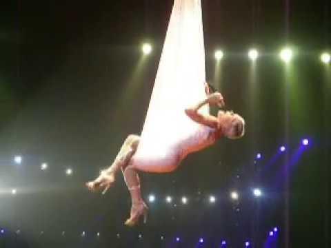 P!nk - Glitter In The Air (Funhouse Tour 2009 Denmark, Forum)