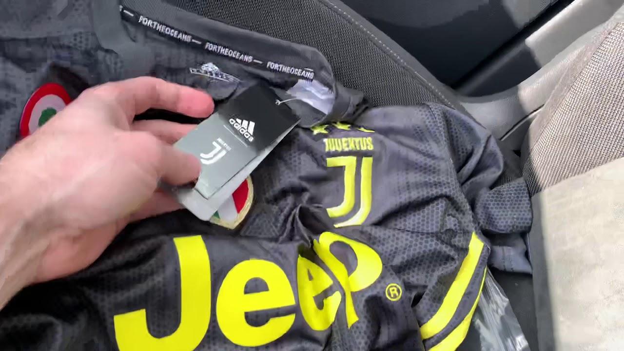 online retailer c0c0a 368d3 J'achète un maillot de foot sur DHGATE (Unboxing Cristiano Ronaldo  Juventus) ⚽️