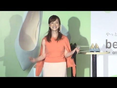 AE〇Nの試着室でスク水に着替える女子校生の盗撮映像