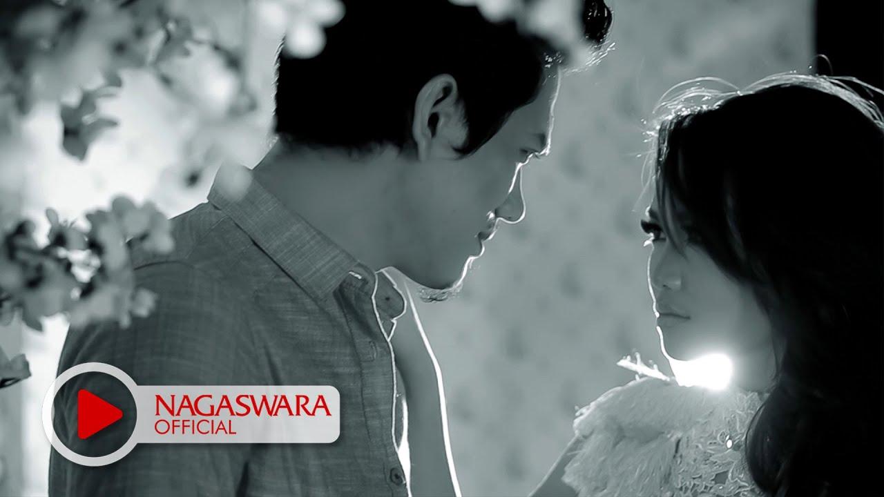 Devy Berlian - Pemberi Harapan Palsu (Official Music Video NAGASWARA) #music