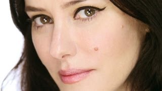 Lisa Eldridge - Signature 'Kitten Flick' eyeliner Tutorial