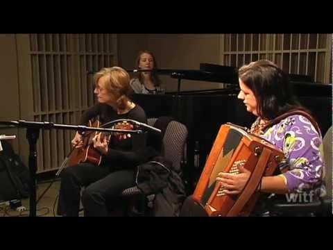Cherish the Ladies, Celtic Christmas medley with Irish Dancing
