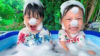 Johnny Swimming Song & Learn Color Song  Nursery Rhymes & Kids Songs | Kinderlieder