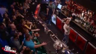 видео С другой стороны: работа бармена