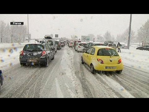 Snow sees thousands stranded in French Alps and across Europe