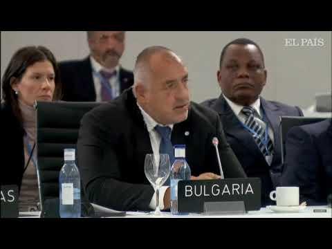 За страните с висок дял на въглища в енергийния им микс като България преходът към климатична неутралност ще изисква по-високи нива на инвестиции и активни мерки в социалната сфера. В България 46% от електроенергията се произвежда от въглищни централи, като през зимата този процент достига до 60. Пред участниците в 25-ата конференция по изменение на климата в Мадрид изтъкнах, че според статистиката на Евростат България е на второ място в ЕС по намаляване на емисиите на въглероден диоксид от изгарянето на изкопаеми горива за 2018 г. Емисиите на ЕС са само 9 % от световните. Затова трябва да убедим страните с развити икономики като САЩ, Китай и др. също да предприемат нужните мерки с оглед на тежките последствия, които промените в климата могат да предизвикат.