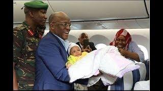 BREAKING: Rais Magufuli ashtukiza ndani ya Dreamliner, asafiri na abiria wengine