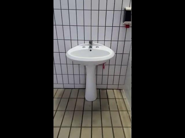 VIDEO - I BAGNI DELLO STADIO DEL NUOTO...RISTRUTTURATI???