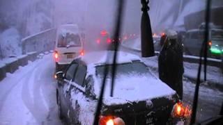 trafic jam due to snow fall at Murree-islamabad express way