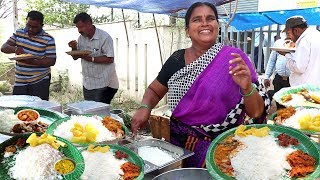 Aunties Selling Best Roadside Meals Hyderabad   Chicken Rice 70 Rs Only  Veg Rice 50 Rs only