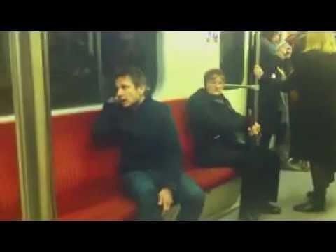 Bartek Topa w metrze