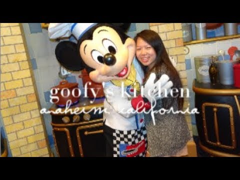 VLOG TRAVEL WITH ME: Goofy's Kitchen / Anaheim, CA
