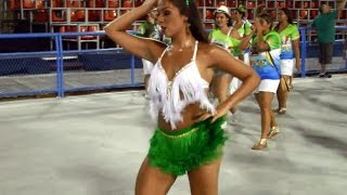 Samba Dance Hip Movements at Rio´s Sambadrome Carnival Live