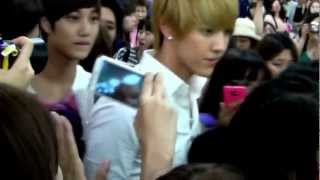 SM Manager Hits Fan Girl in front of TAO EXO M