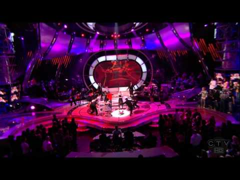 Gwen Stefani feat. Akon - The Sweet Escape (Live)