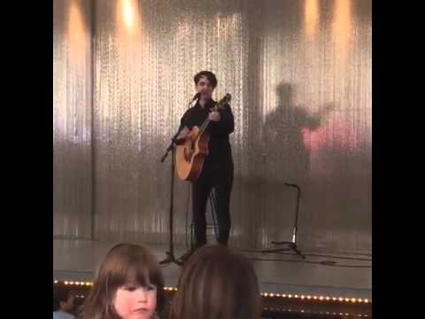 """Brendon Urie singing Taylor Swifts """"Bad Blood"""" at Viacom for Kids Day"""