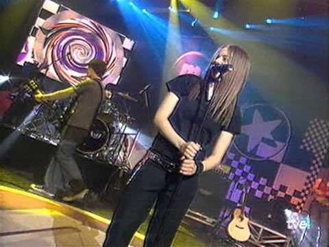 Avril Lavigne - Complicated - live @ Música Sí [2002 or 03.29.2003]