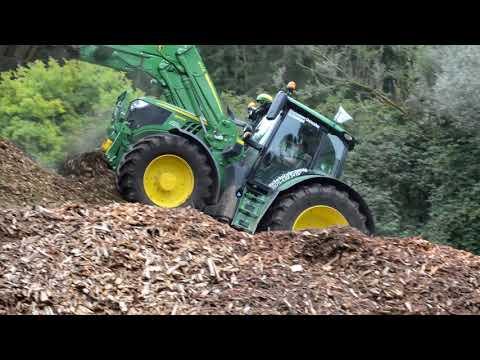 Holz Häckseln  JOHN DEERE+MUS-MAX WT 12   *Biomasse Osiander* 