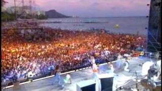 Britney Spears live in Hawaii - (You drive me) Crazy!