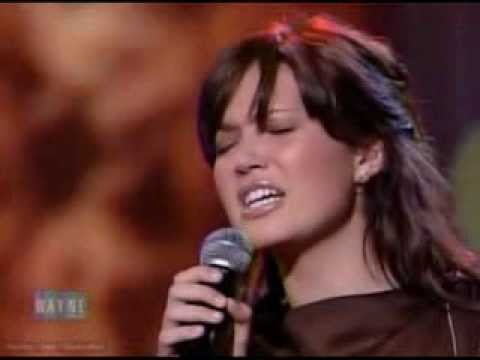 Mandy Moore - Have A Little Faith In Me (Live @ The Wayne Brady Show 20031103)