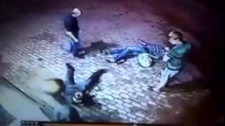 Video Old man knocks out 2 muggers download MP3, 3GP, MP4, WEBM, AVI, FLV November 2017
