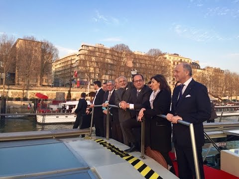 PM and President Hollande during boat ride on the River Seine