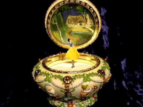 DISNEY SNOWWHITE SCULPTED MUSICAL JEWELRY BOX YouTube