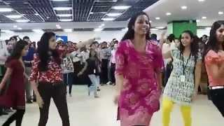 Baby Dholak Sone De Office Dance