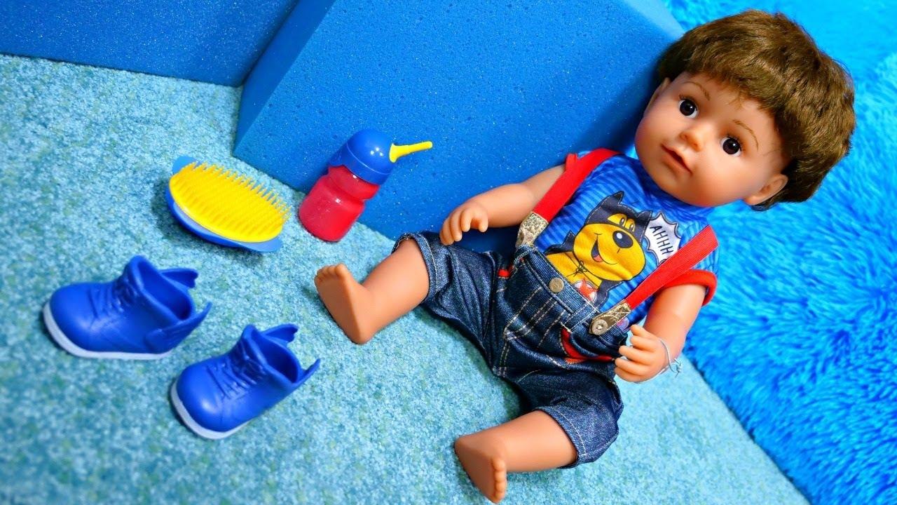 Baby Born erkek bebeğini açıyoruz. Çocuklar için oyuncak videosu.
